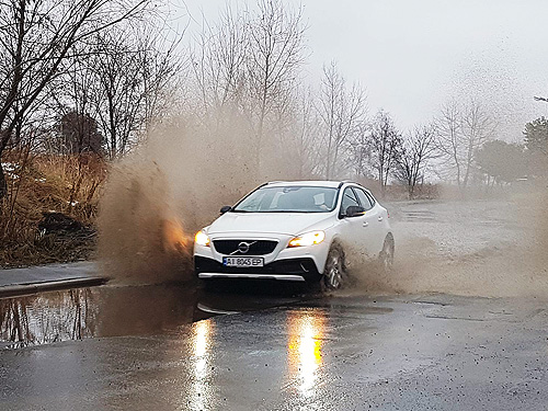 Тест-драйв Volvo V40 Cross Country: Кросс по городу - Volvo