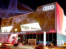 В Дубае открылся крупнейший в мире автосалон Audi. Фото