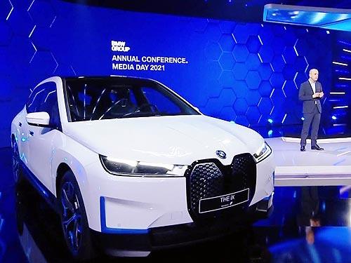 BMW намерена производить самый «зеленый» автомобиль на рынке. Как изменится модельный ряд баварской марки