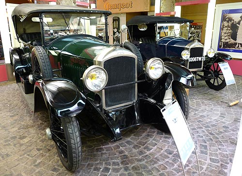Живые экспонаты музея Peugeot