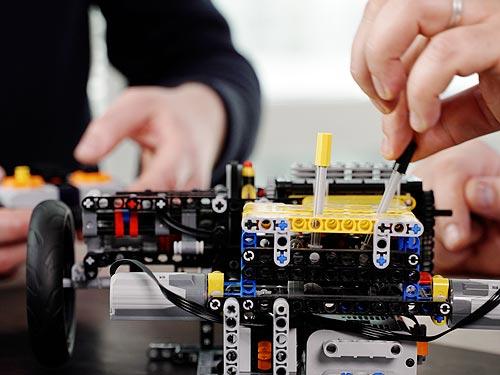 Renault с помощью конструктора LEGO создала инновационный гибридный E-TECH силовой агрегат