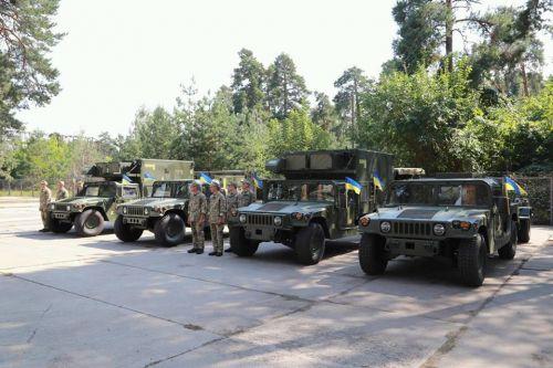 ВСУ получили очередную партию мобильных станций контрбатарейного борьбы на базе Hummer
