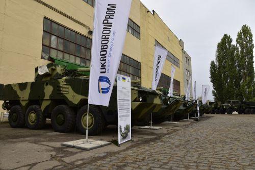Стало известно, сколько вооружения и военной техники было передано в 2018 г. в армию - воен