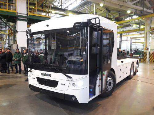 В Луцке представили первый украинский электрогрузовик для экспорта в ЕС - Богдан