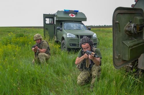 Медицинские Богдан 2251 участвуют в тренировках по эвакуации раненых