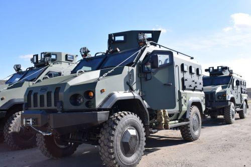 """Бронеавтомобили """"Варта"""" начали получать артиллерийские подразделения"""