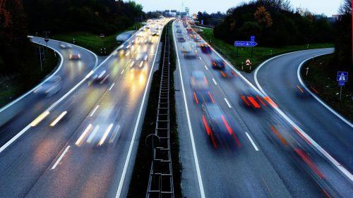 На автобанах Германии снова хотят ввести ограничения скорости