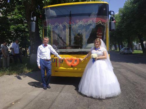 Троллейбус «Богдан» стал свадебным кортежем
