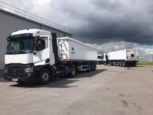 Renault Trucks подготовила к сезону аграрные самосвальные автопоезда