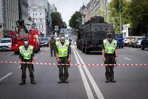 На каких авто прибыли спецслужбы на ликвидацию террориста в банке Киева