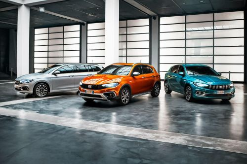 Fiat обновил семейство Tipo и добавил в него и кросс-версию