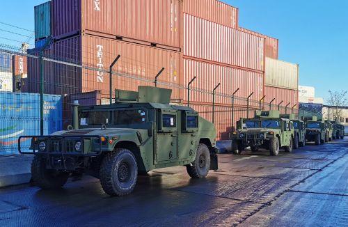 Украинские военные получили 20 бронемашин Humvee