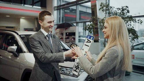 В Украине первый автосалон провел самостоятельную регистрацию нового авто