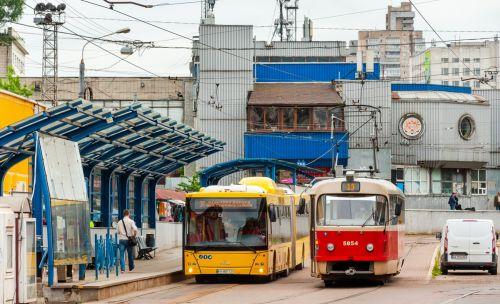 Вместо скоростного трамвая перевозку пассажиров в Киеве осуществляют автобусы МАЗ-215 - МАЗ-215