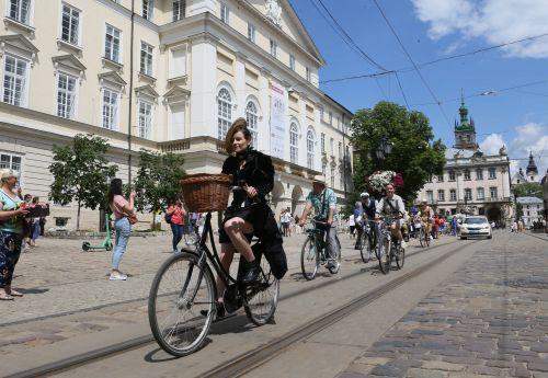 Во Львове провели крупнейший в Украине велопроменад - велосипед