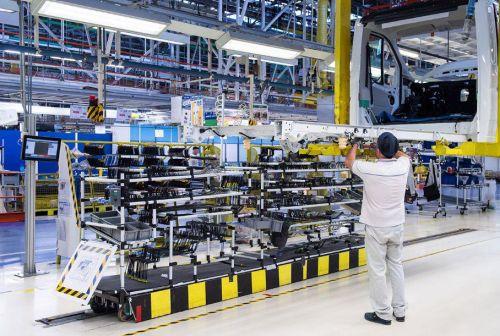 Автопроизводство в Британии упало до минимума за 65 лет - производство