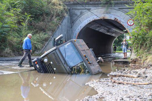 В Одессе дождь за ночь уничтожил множество дорог и автомобилей - потоп