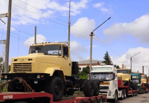 АвтоКрАЗ подал еще один признак жизни и отправил на экспорт первую партию