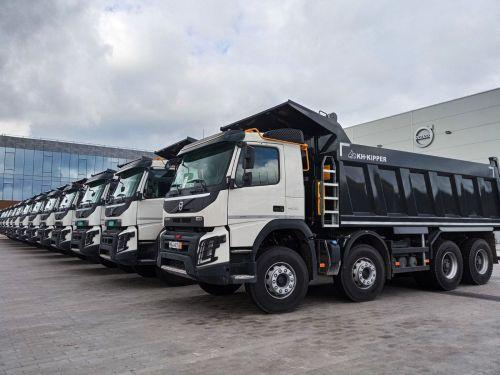 Дилер Volvo Trucks сформировал склад в Украине строительных самосвалов - Volvo