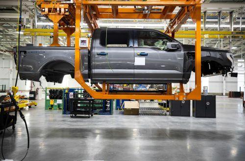 Ford запустил в производство электрический пикап - Ford