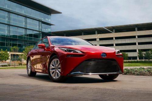 Toyota начнет использовать биопластик растительного происхождения вместо стекла