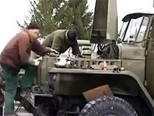 Автомеханики бесплатно ремонтируют военную технику. Видео - техник