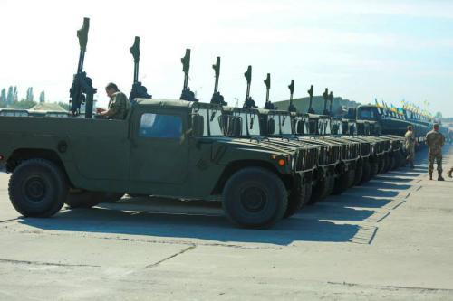 В Одессу прибыли армейские внедорожники для Украины - HMMWV