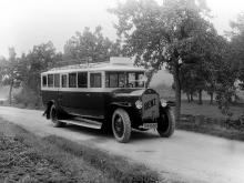 Киевскому автобусу исполнилось 90 лет. На чем ездили киевляне раньше. Фото - автобус