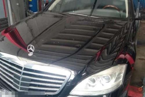 Из автосалона на Столичном шоссе сотрудник похитил Mercedes-Benz