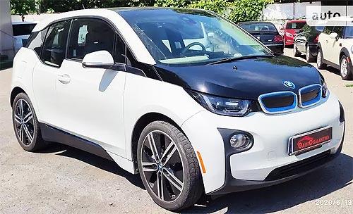 Как дешевеют подержанные электромобили. Сравниваем скорость падения цены на электрокары и авто с ДВС - электро