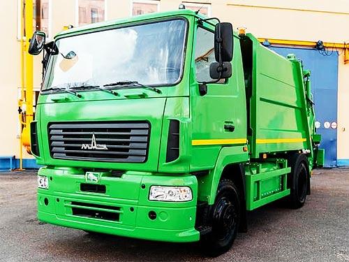 На МАЗе выпустили первый серийный газовый мусоровоз МАЗ-4901С4