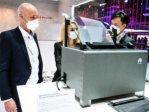 Huawei представила новую технологию интеллектуального дисплея для лобового стекла