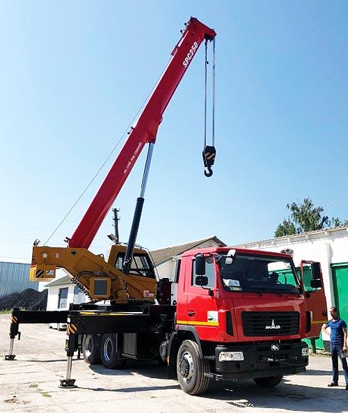 В Украине выпустили 25-тонный автокран на шасси МАЗ - МАЗ