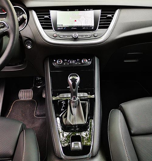 Немец с хорошей французской родословной. Тест-драйв Opel Grandland X - Opel