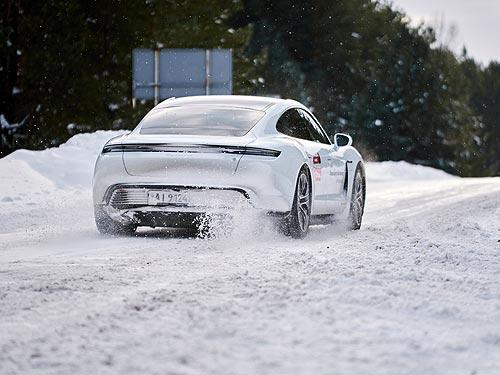 На электрическом спортивном «Порше» по снегу. Первое знакомство с Porsche Taycan 4S - Porsche