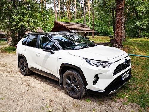 Тест-драйв Toyota RAV4 Hybrid. В чем секрет популярности гибрида RAV4?